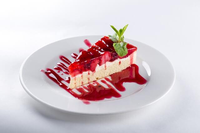 ciasta bez pieczenia - truskawkowe
