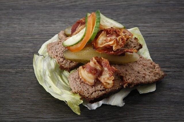 Pasztet z królika - na salacie